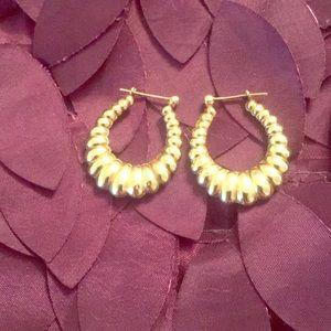 Jewelry - Scalloped 14k gold earrings